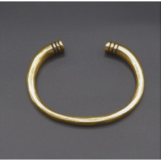 Bracelet with club-shaped terminals