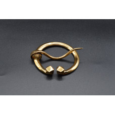 Penannular brooch with faceted terminals