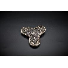 Trefoil brooch